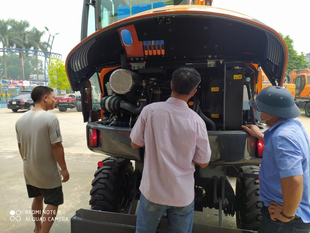 Cụm động cơ máy xúc doosan bánh lốp dx55